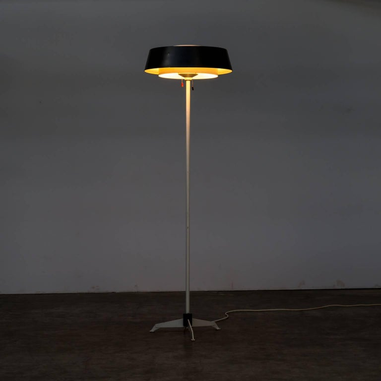 1950s Niek Hiemstra 'ST 7128' floor lamp for Hiemstra Evolux. Good and working condition, wear consistent with age and use. Double switch for the under and top bulbs.