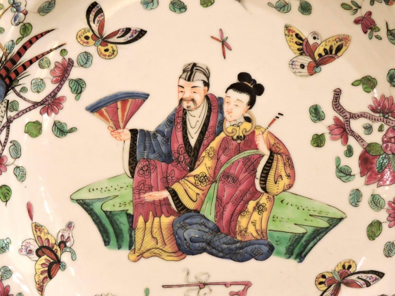 Chinoiserie Pair of 19th Century Polychromed Bayeux Porcelain Pendant Plates For Sale
