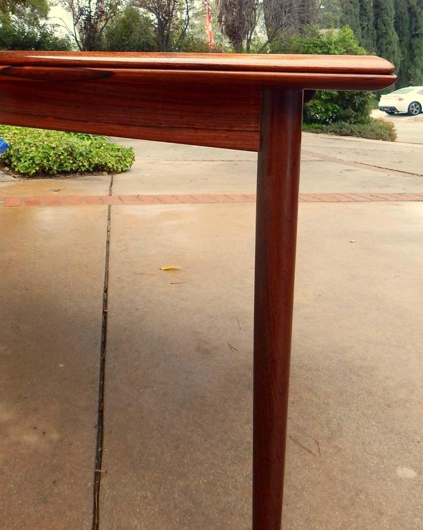 Extendable Danish Mid-Century Modern Rosewood Dining Table, circa 1960 In Excellent Condition For Sale In Los Angeles, CA