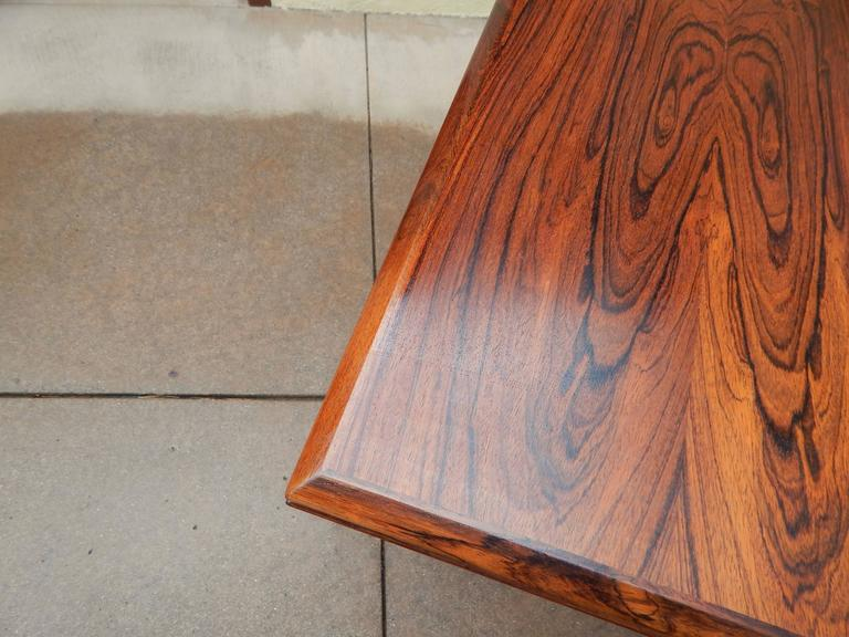 Extendable Danish Mid-Century Modern Rosewood Dining Table, circa 1960 For Sale 1