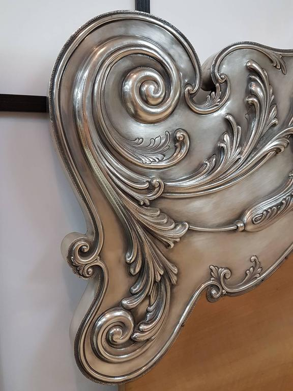 Rare Italian Silver bed head Italian barocco style. One sheet of sterling silver embossed and chiselled by hand with typical Italian Barocco swirls. Rare and unrepeatable work realized by the master Mario Vallè of Milan - Italy 7,780 grams