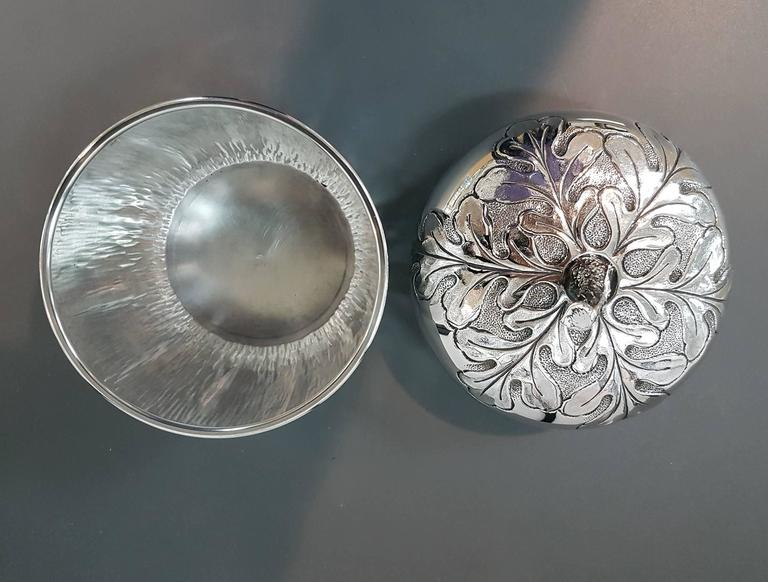 20th Century Italian Silver Box Embossed and Chiselled by Hand Acorn Shape For Sale 1