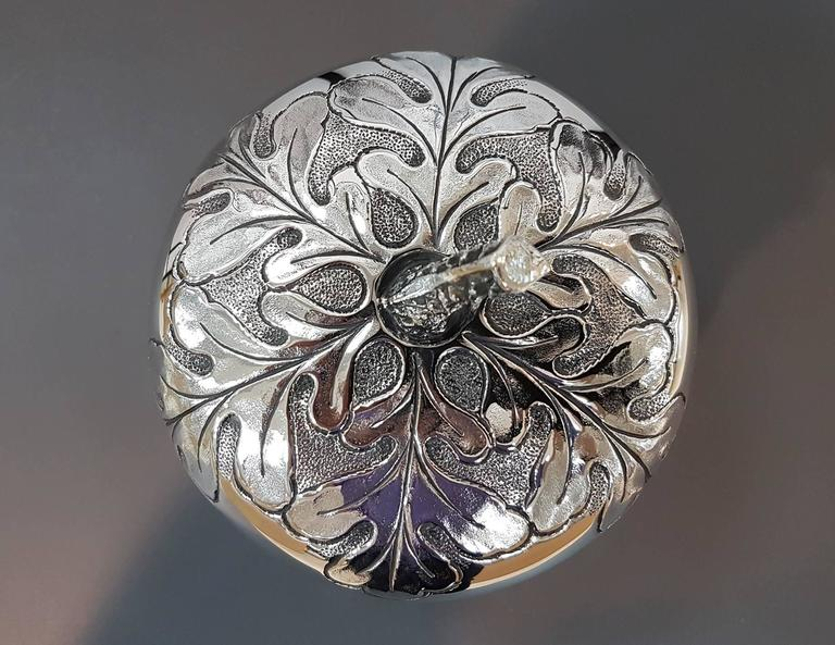 20th Century Italian Silver Box Embossed and Chiselled by Hand Acorn Shape For Sale 3