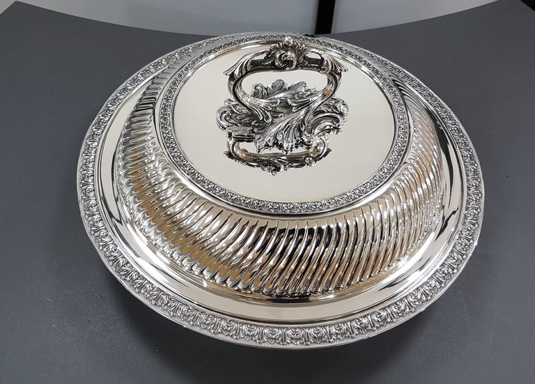 Round Sterling SIlver Entree dish.  It was completely hand-made, chiselled and rimmed with small leaves typical of the Renaissance style . The handle is detachable to obtain 2 serving dishes.  1,660 grams