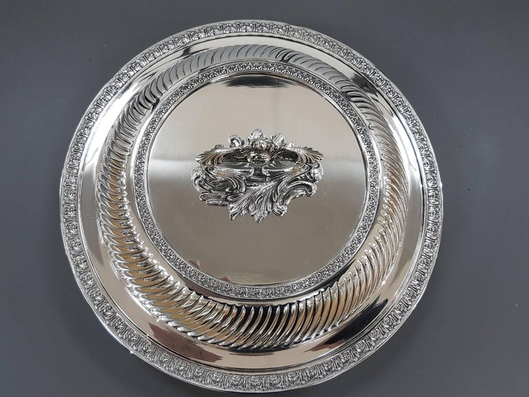Renaissance 20th Century Italian Sterling Silver ceased Entree Dishe For Sale