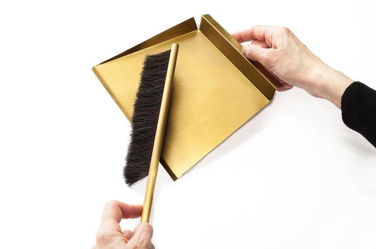 American Modern Sweep Dust Pan and Brush with Wall Mount Peg, Made of Brass and Horsehair Brush For Sale