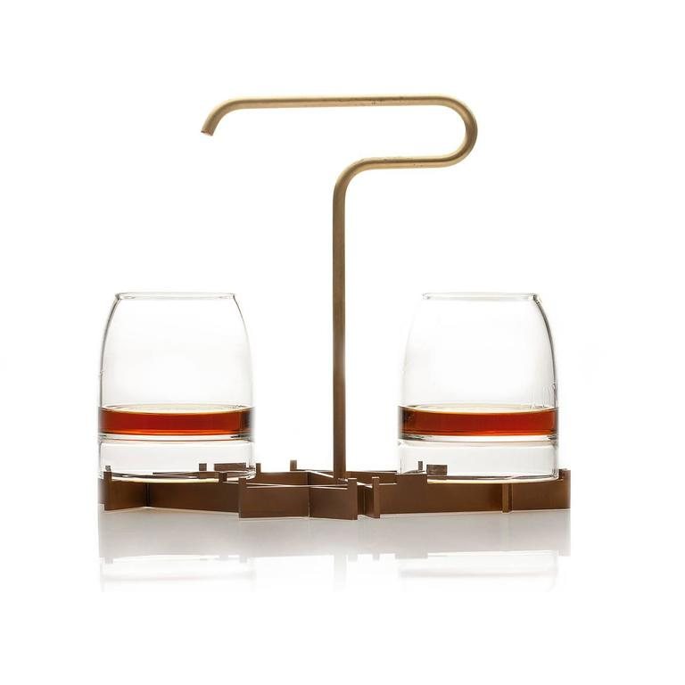 Inspired by the pleasures of Fine whisky, the rare presenter, by gentner design, elevates the experience through the art of presentation. The suspended tray with a unique handle allows it to be carried with one hand and prevents spillage of the rare