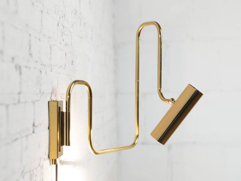 Modern Pivot Single Wall Sconce with Articulating Arms in Brass For Sale