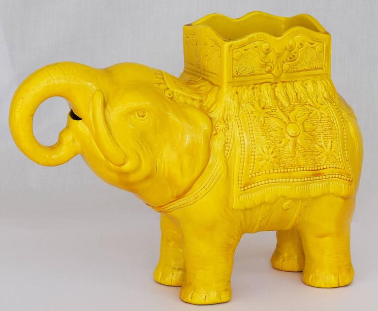 19th Century Yellow Elephant Jardiniere Vase Ault Arts & Crafts In Excellent Condition For Sale In limerick, Ireland