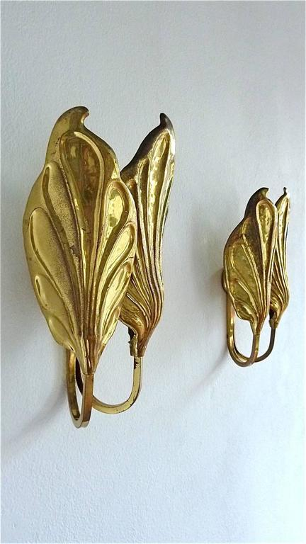 Mid-20th Century Sculptural Pair of Italian Mid-Century Brass Leaf Sconces, Tommaso Barbi, 1970s For Sale
