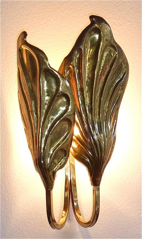 Sculptural Pair of Italian Mid-Century Brass Leaf Sconces, Tommaso Barbi, 1970s For Sale 3