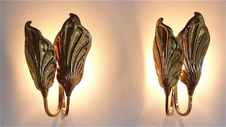Sculptural Pair of Italian Mid-Century Brass Leaf Sconces, Tommaso Barbi, 1970s For Sale 4