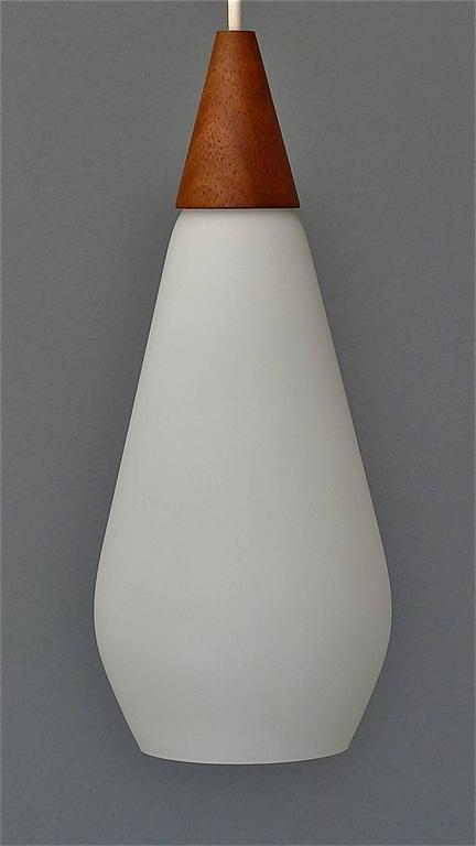Sculptural Scandinavian Teak White Glass Midcentury Lamp Luxus Uno Kristiansson In Good Condition For Sale In Nierstein am Rhein, DE
