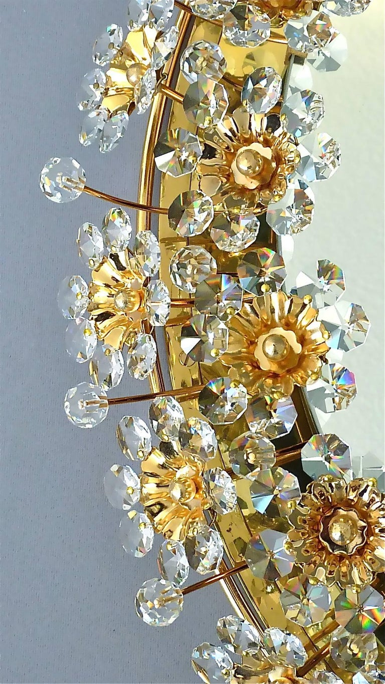 Round Gilt Faceted Crystal Glass Flower Backlit Mirror by Palwa, Germany In Good Condition For Sale In Nierstein am Rhein, DE