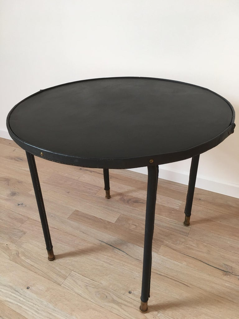 Jacques Adnet Style Black Stitched Leather Round Side Table, 1950s, French In Good Condition For Sale In Aix En Provence, FR