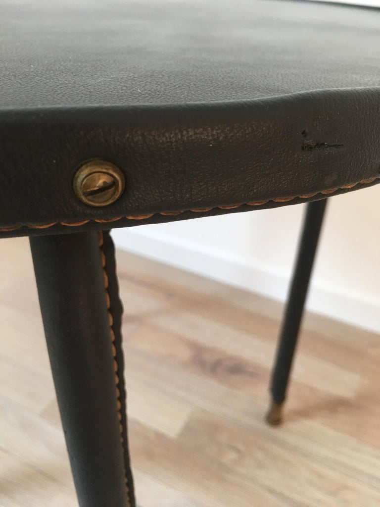 Mid-20th Century Jacques Adnet Style Black Stitched Leather Round Side Table, 1950s, French For Sale