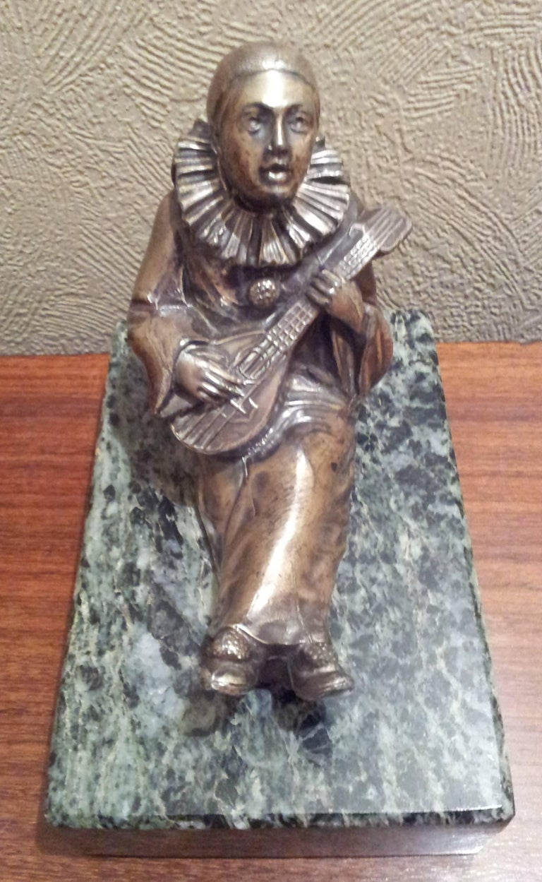 Patinated French Art Deco Bronze Sculpture Pierrot on Green Marble Base, 1930 For Sale