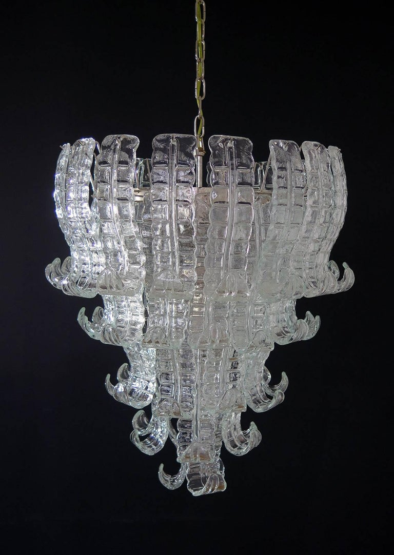 Beautiful and huge Italian Murano chandelier composed of 52 splendid trasparent glasses that give a very elegant look
