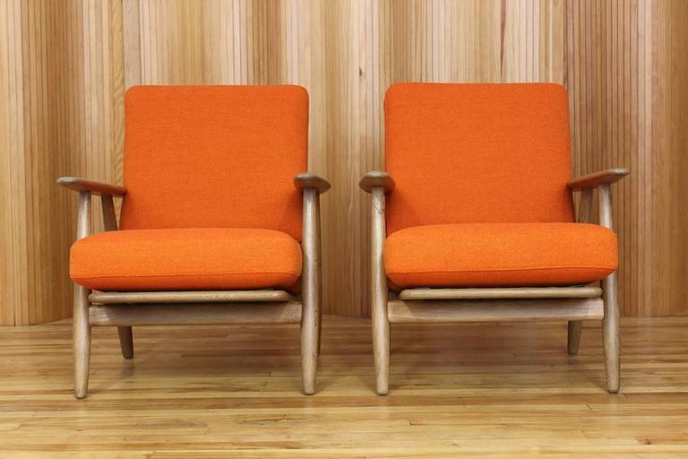 Pair Of Hans Wegner Oak 39 Cigar 39 Lounge Chairs Model Ge 240 Getama Denmark At 1stdibs