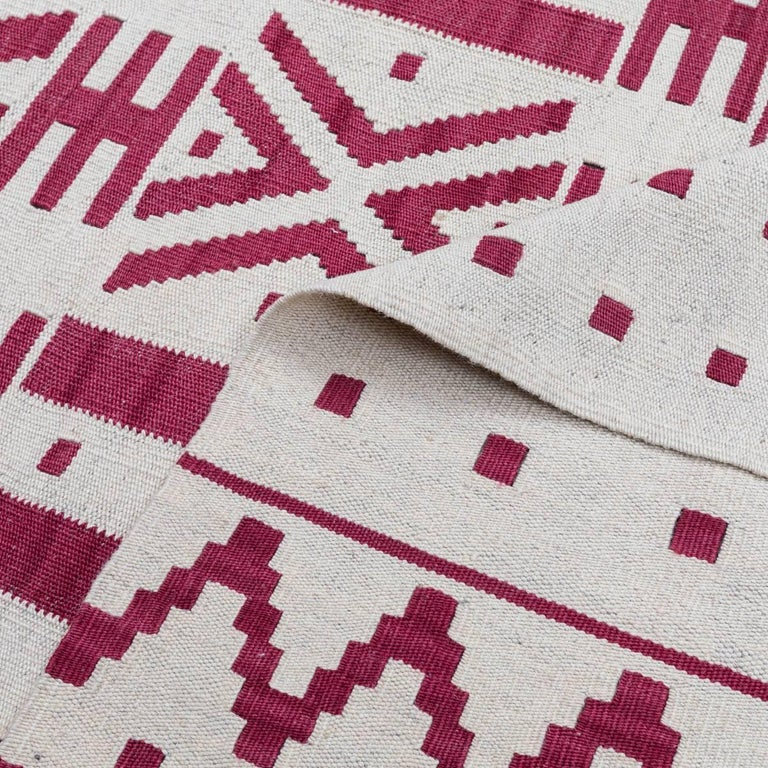 Handmade contemporary flat weave red and beige colors modern design for sale at 1stdibs - Alfombras kilim madrid ...