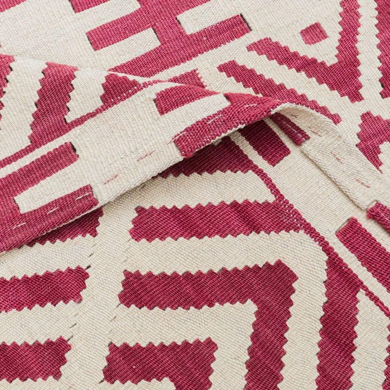 Handmade contemporary flat weave red and beige modern design for sale at 1stdibs - Alfombras kilim madrid ...