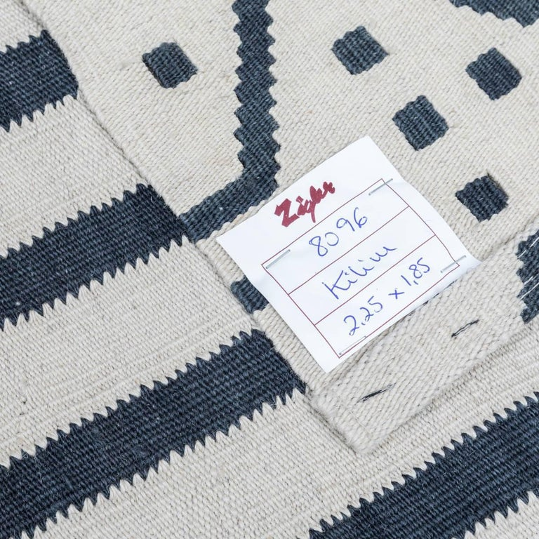 Handmade contemporary flat weave black and beige ethnic design for sale at 1stdibs - Alfombras kilim madrid ...