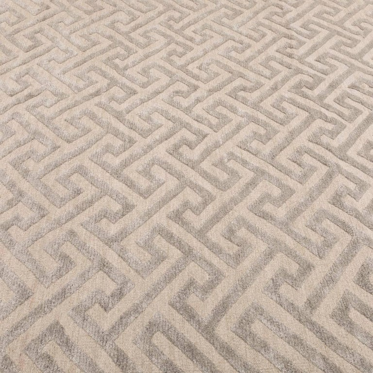 Contemporary Handmade Rug, Geometric Design in Gray Soft Color In Excellent Condition For Sale In MADRID, ES