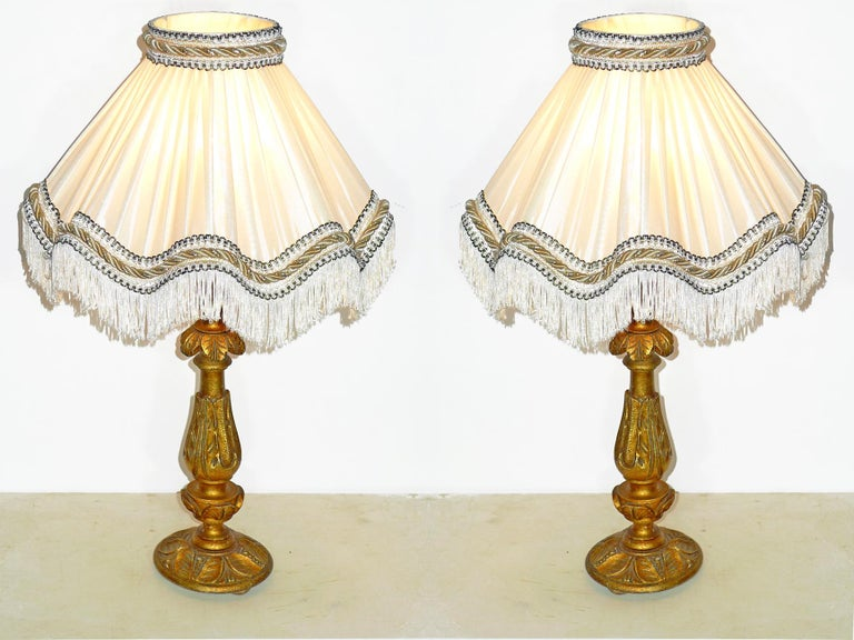 Pair of Italian Baroque Carved Giltwood Candlesticks Torchères Ivory Table Lamps In Excellent Condition For Sale In Coimbra, PT