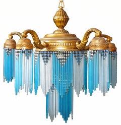 Großer französischer vergoldeter Jugendstil Art déco Messing Kronleuchter mit blauem Perlen Glasrand