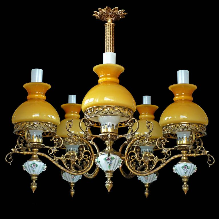 Antique French Victorian Porcelain/Bronze/Opaline Yellow Glass Shades Chandelier In Excellent Condition For Sale In Coimbra, PT