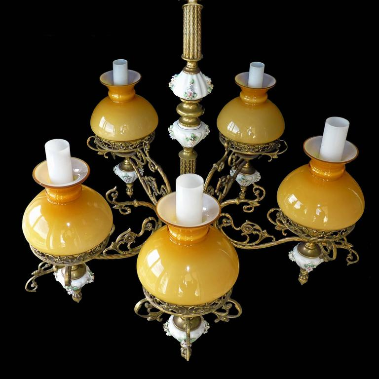 Early 20th Century Antique French Victorian Porcelain/Bronze/Opaline Yellow Glass Shades Chandelier For Sale