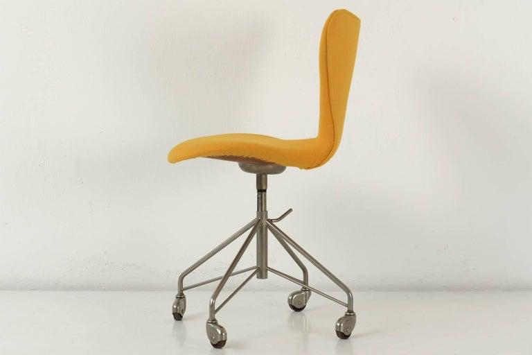 Schreibtischstuhl modern  Desk Chair on Wheels