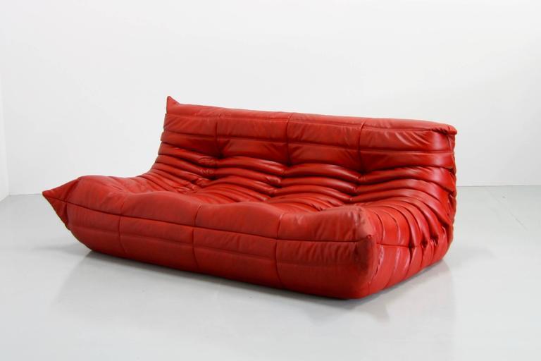 red leather togo sofa by michel ducaroy for ligne roset 1974 red leather togo at 1stdibs. Black Bedroom Furniture Sets. Home Design Ideas