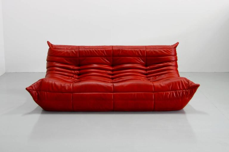 red leather togo sofa by michel ducaroy for ligne roset 1974 red leather togo for sale at 1stdibs. Black Bedroom Furniture Sets. Home Design Ideas