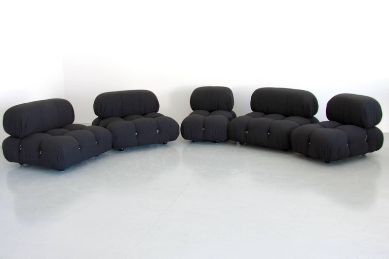 This modular living room sofa was designed by Mario Bellini in 1971 and was manufactured by B&B Italia. Every sectional element of this sofa can be used freely and apart from one another. The backs are provided with rings and carabiners, which