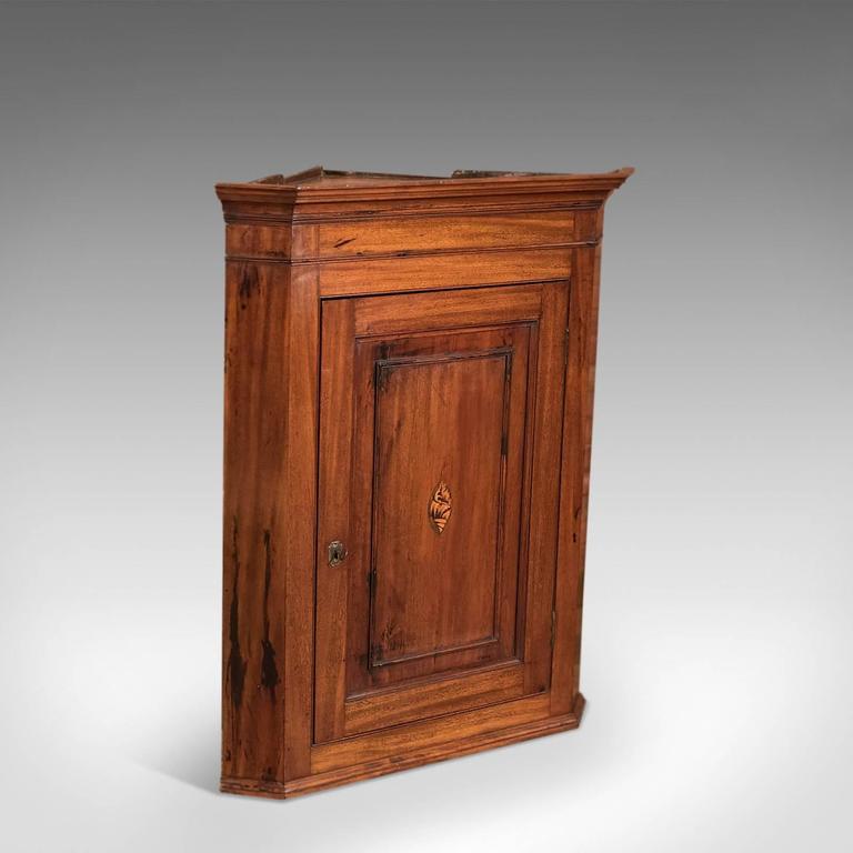 This is an antique, English, Georgian, mahogany corner cabinet, circa 1800. - 18th Century Mahogany Georgian Corner Cupboard, Circa 1800 For Sale
