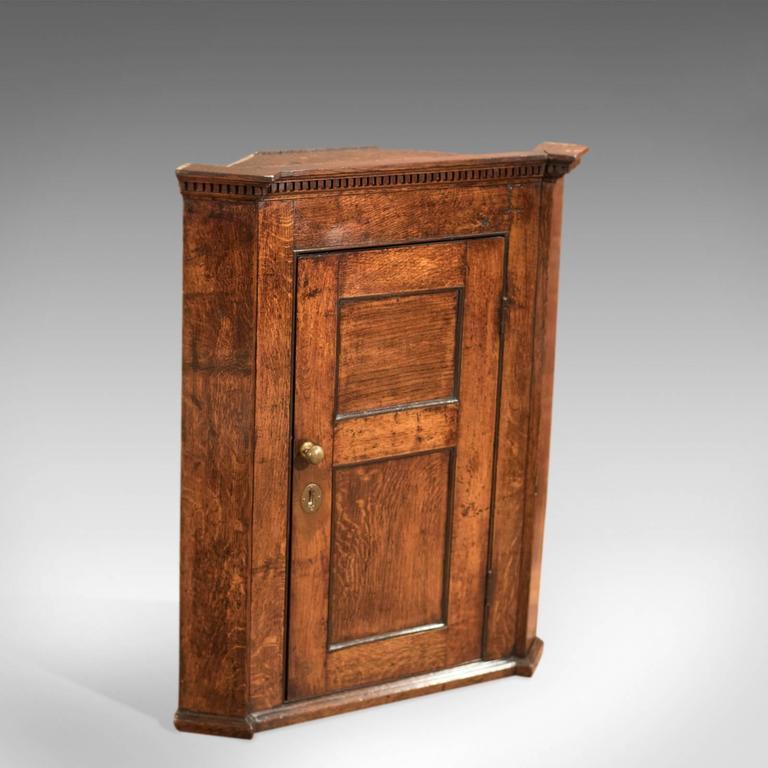 18th Century Georgian Oak Corner Cabinet, circa 1750 For Sale 1 - 18th Century Georgian Oak Corner Cabinet, Circa 1750 At 1stdibs