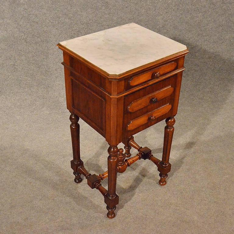 Attrayant Antique Small Cabinet Side Table Bedside Cupboard French Walnut, Circa 1900  In Good Condition For