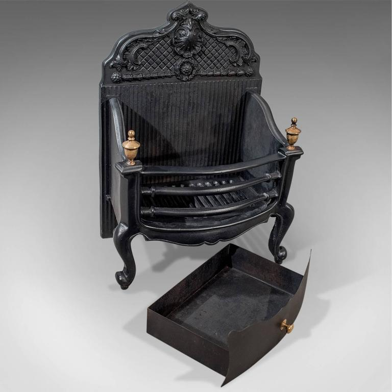 Great Britain (UK) Antique Cast Iron Fire Grate Freestanding Basket English Victorian, circa 1900