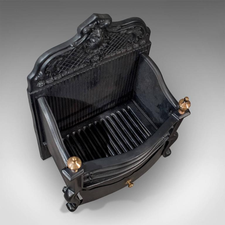 Antique Cast Iron Fire Grate Freestanding Basket English Victorian, circa 1900 In Good Condition In Hele, Devon, GB