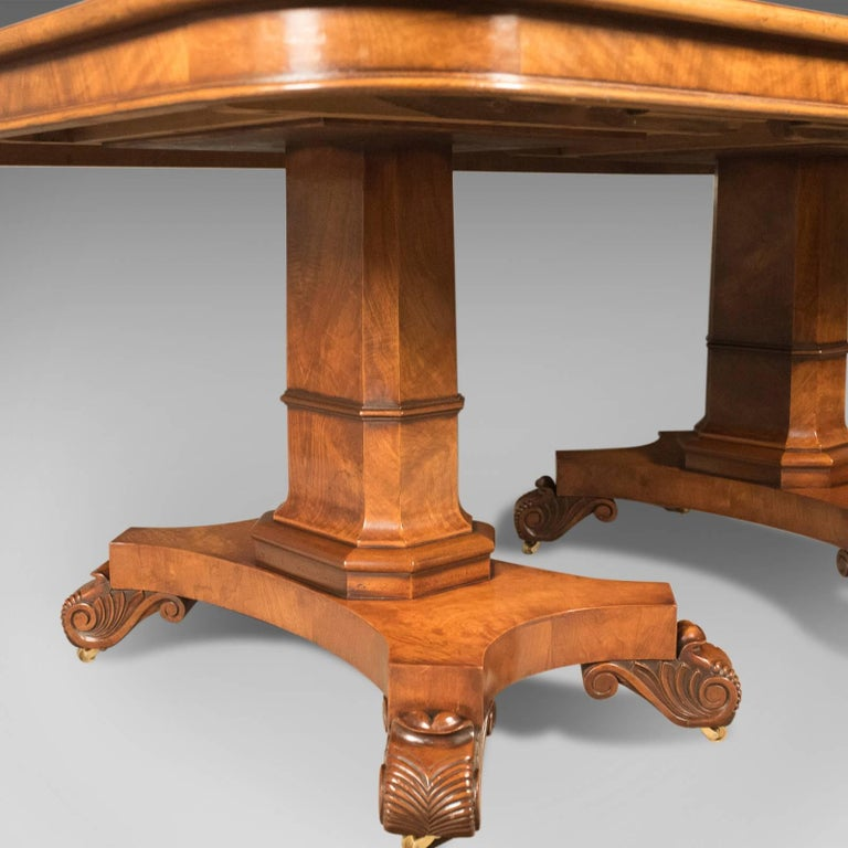 Extending dining room table seats 12