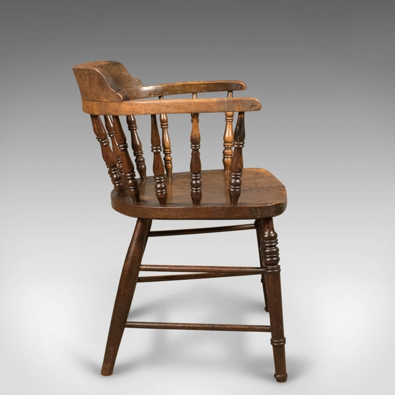 Victorian Antique Bow-Back Chair, English Elm Windsor, circa 1870 In Good Condition For Sale In Taunton, GB