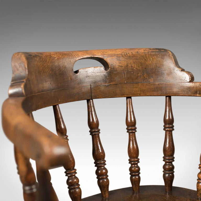 Victorian Antique Bow-Back Chair, English Elm Windsor, circa 1870 For Sale 1