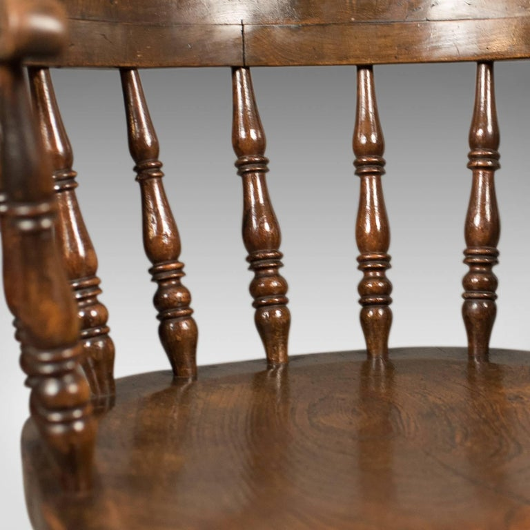 Victorian Antique Bow-Back Chair, English Elm Windsor, circa 1870 For Sale 2