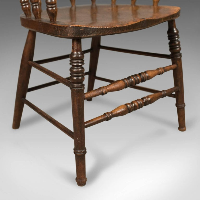 Victorian Antique Bow-Back Chair, English Elm Windsor, circa 1870 For Sale 3