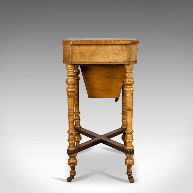 Antique Work Table Regency Sewing English Burr Walnut Amboyna, circa 1820 In Good Condition For Sale In Taunton, GB