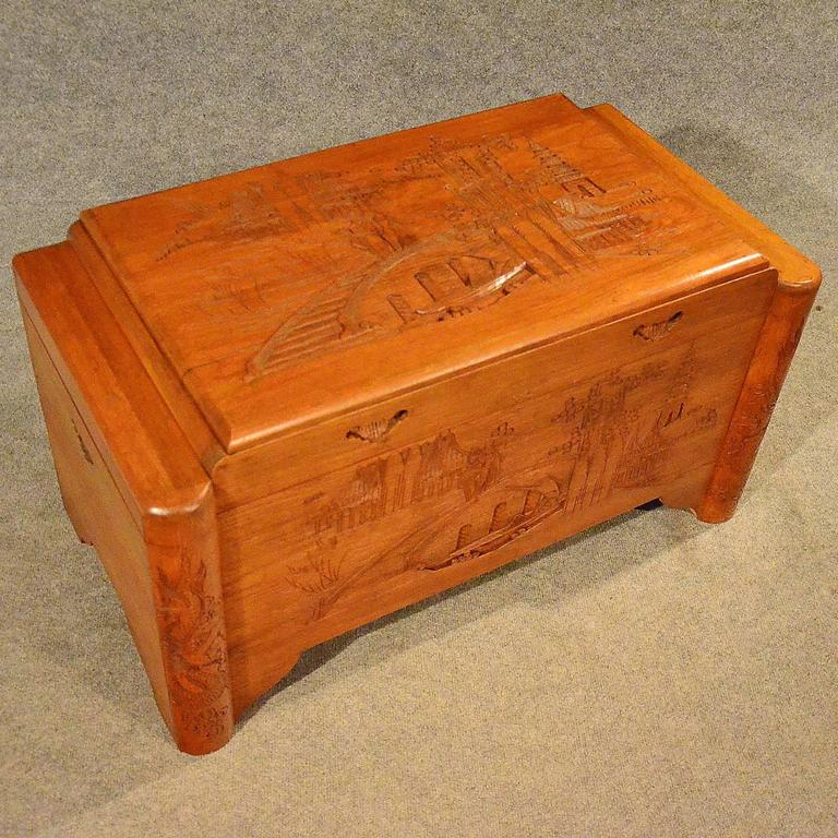 Art Deco Small Storage Chest Camphor Trunk Blanket Box Oriental, Circa 1940  In Good Condition