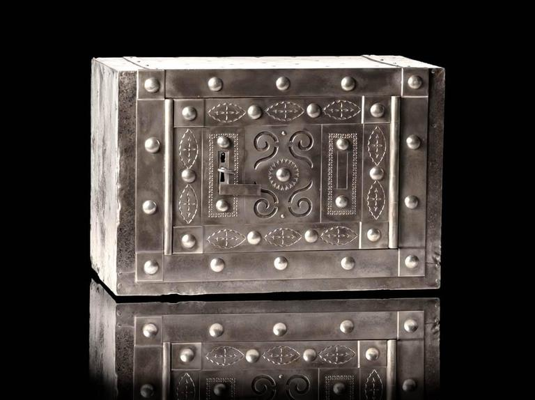 Northern Italian medium size antique hobnail safe, dated circa 1840-1850, found in the Piedmont region. The safe presents a beautifully decorated front door with the hidden key hole release situated on the left and that is activated with the two
