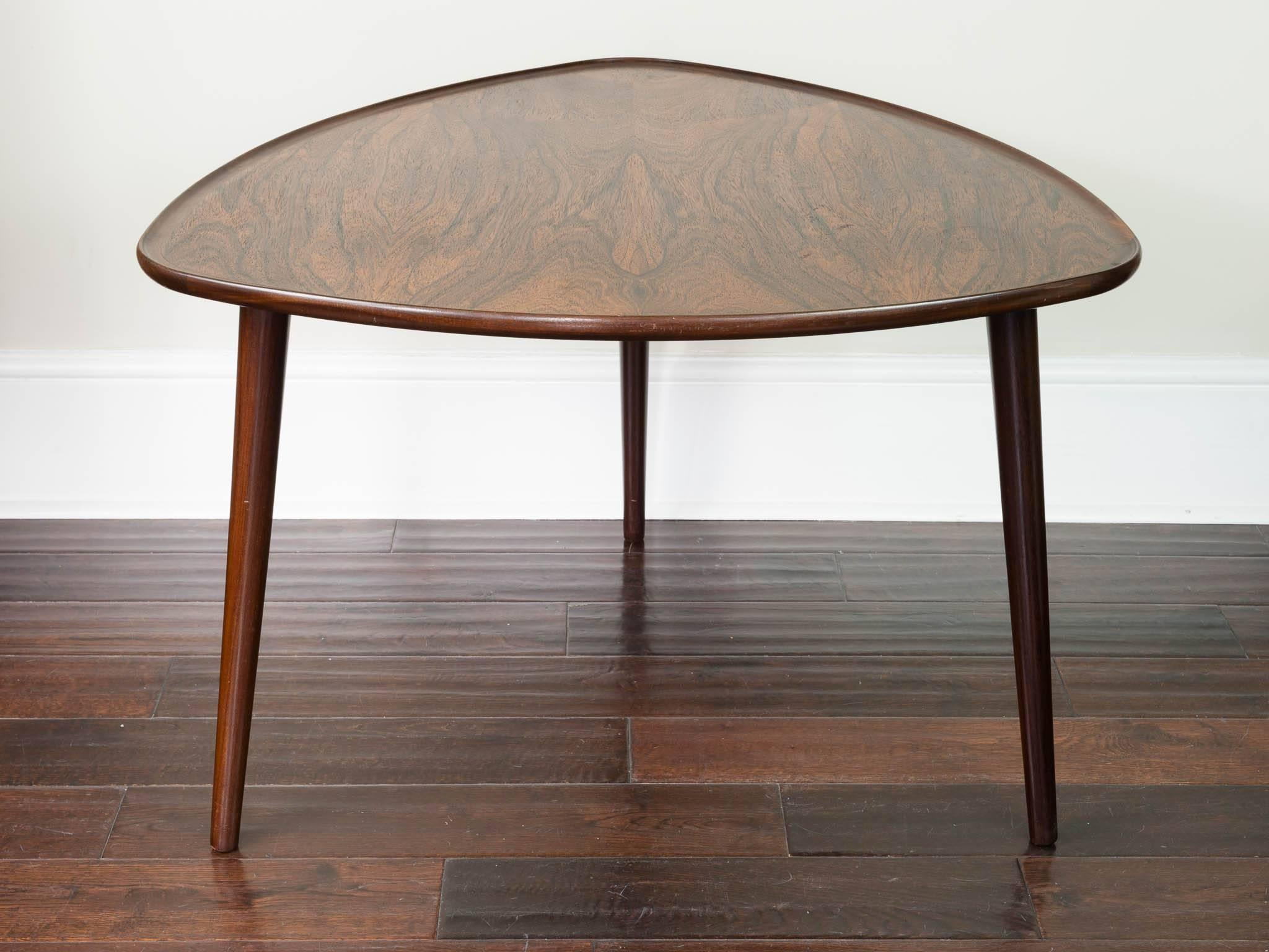 1960s Danish Midcentury Rosewood Three Legged Triangular Coffee Side Table  In Excellent Condition For Sale