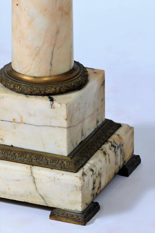 19th Century Column Pedestal in Carrara Marble In Good Condition For Sale In Beuzevillette, FR